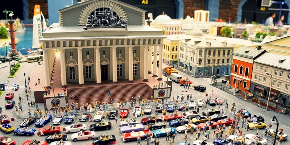 Grand model Russia: A huge detailed model of Russian urban life