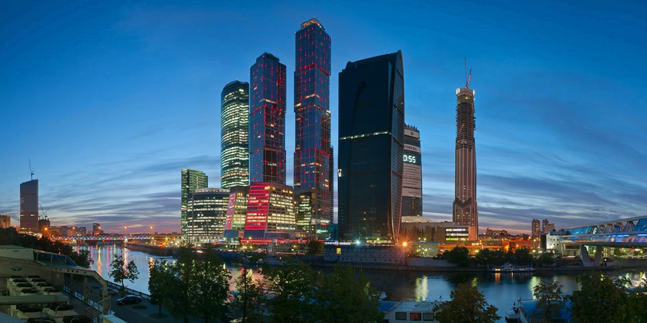Bright photographs of night Moscow by Andrey Ulyashev