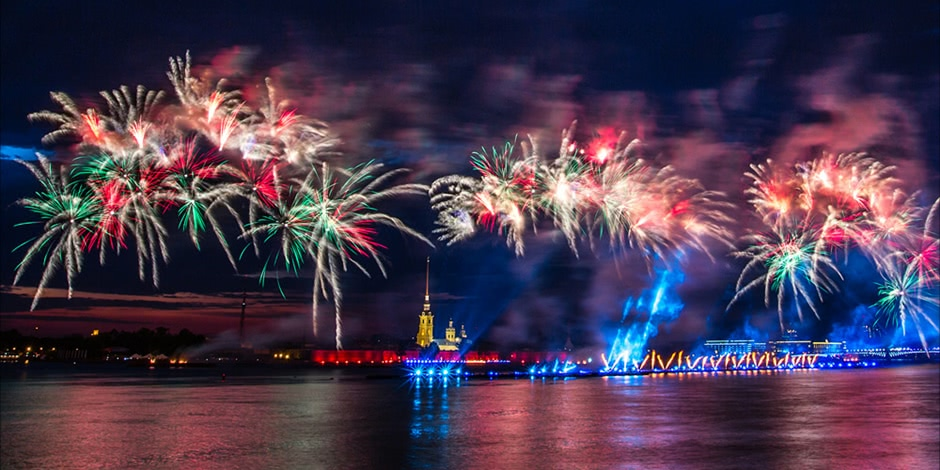 Scarlet Sails 2015: Bright fireworks show in Saint Petersburg