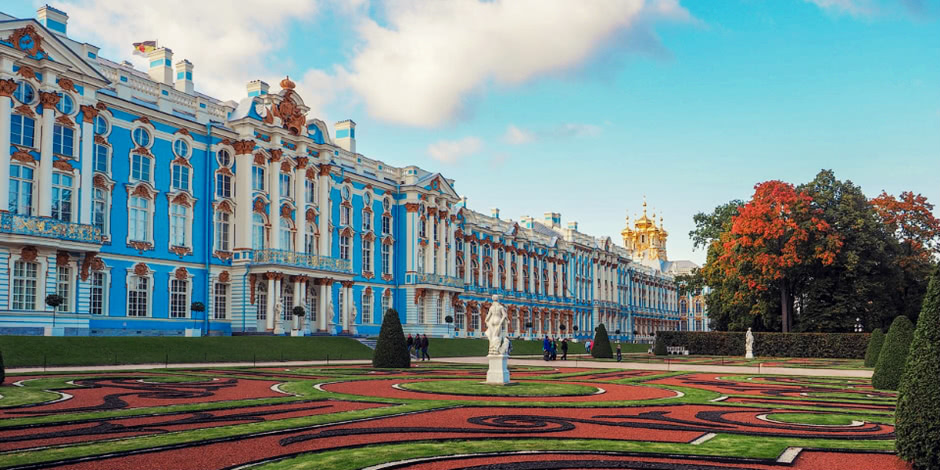 Walk around the imperial residence Pushkin in Saint Petersburg